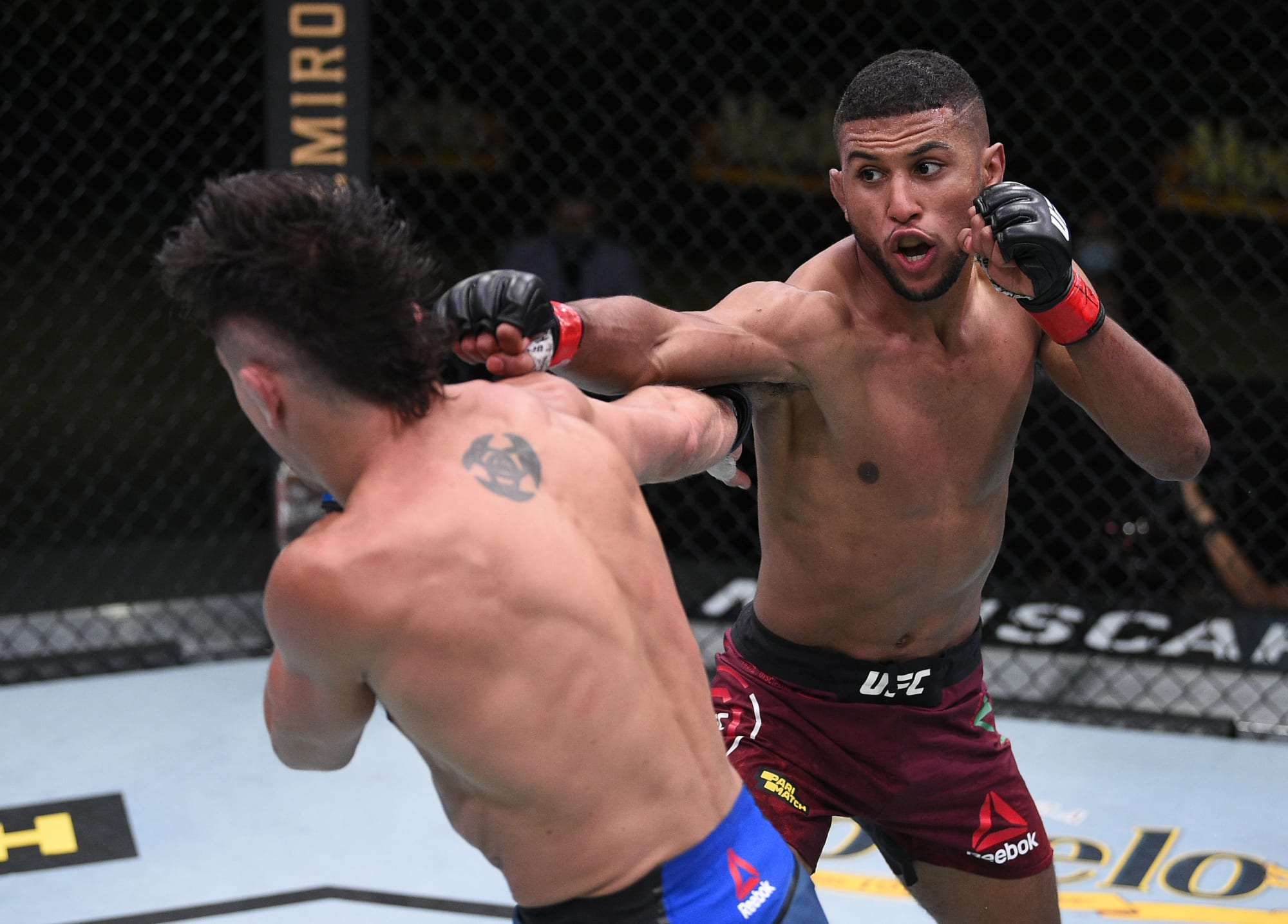 Youssef Zalal delivers devastating spinning kick at UFC Vegas 6 ...