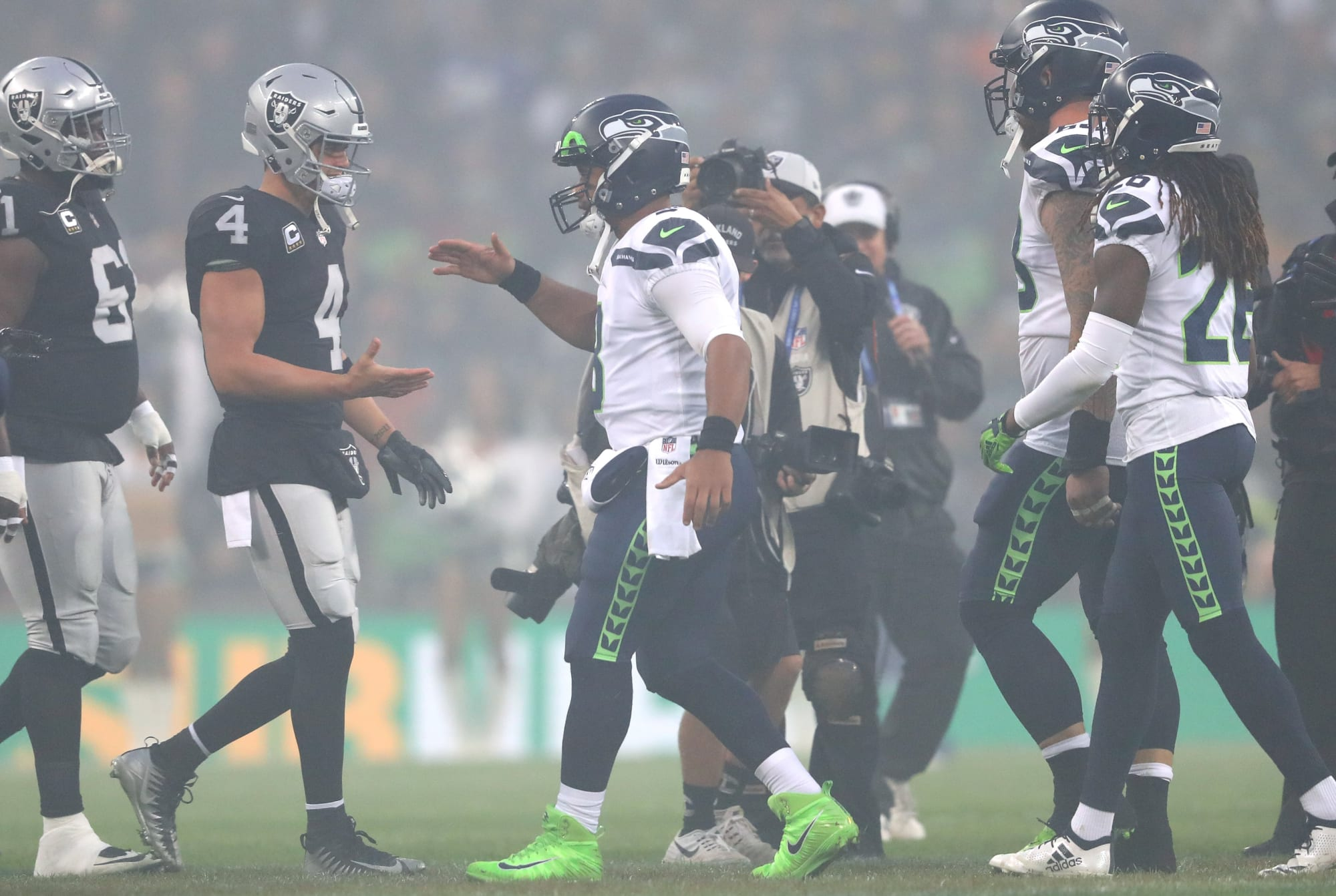 David Carr weirdly alters article suggesting Raiders should exchange for Russell Wilson thumbnail