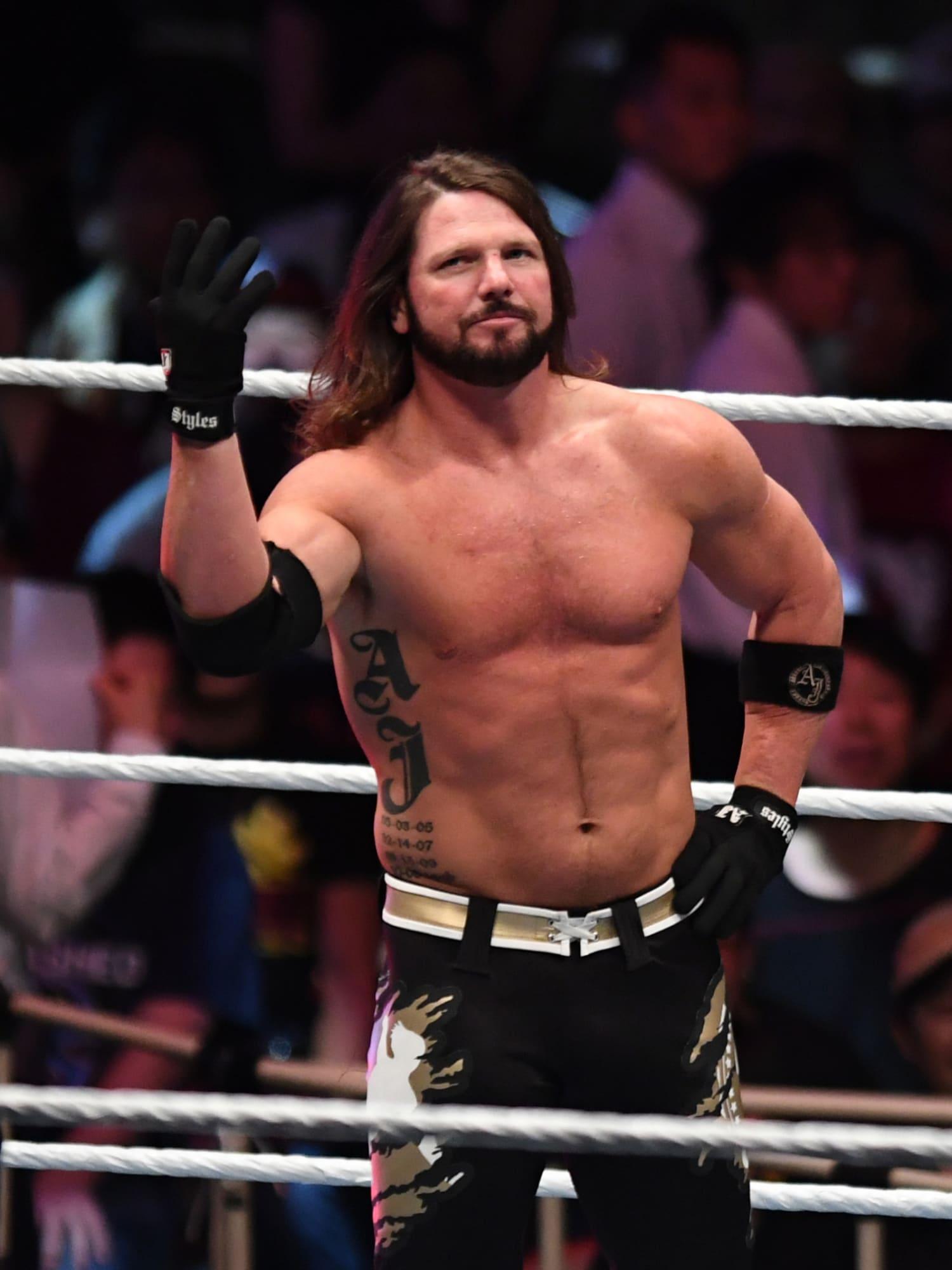 WWE Monday Night Raw: AJ Styles defeats Randy Orton in main event