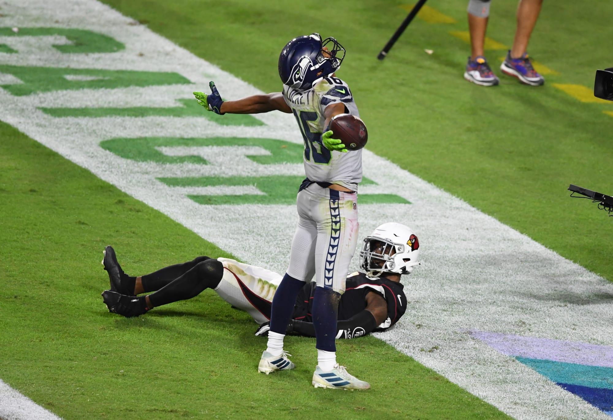NFL Week 8 Fantasy Wide Receivers: Start Lockett, Diggs; Sit Smith