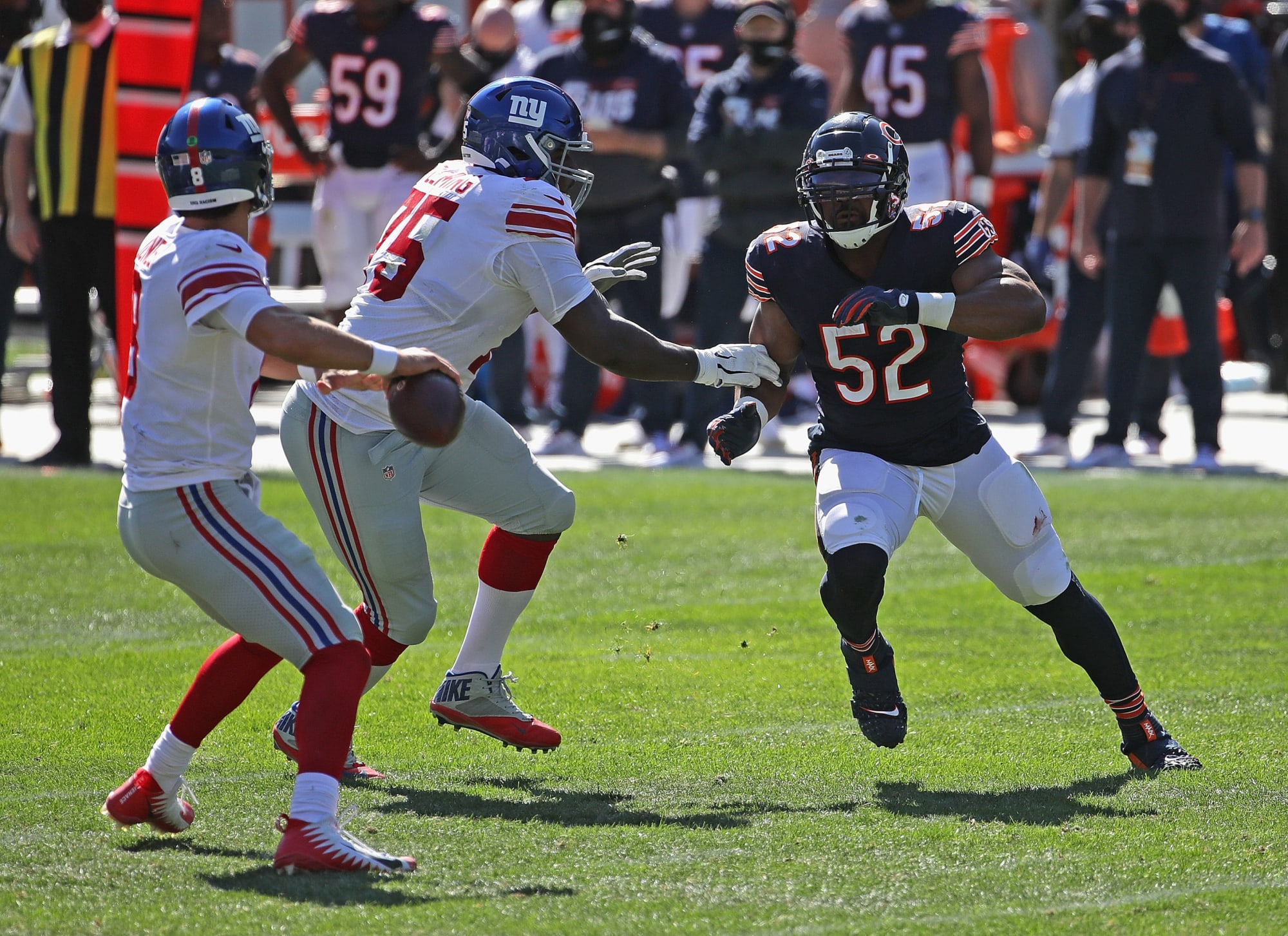 Khalil Mack shows how awful the Giants' offensive line is right now