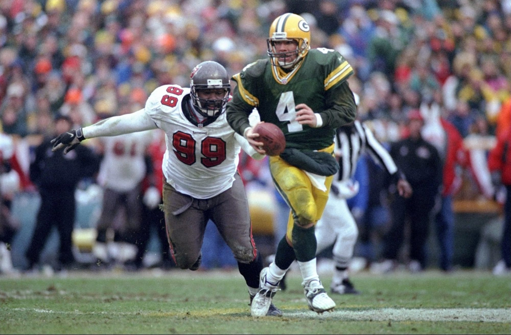 Who is more Clutch? Favre or Rodgers? - cover