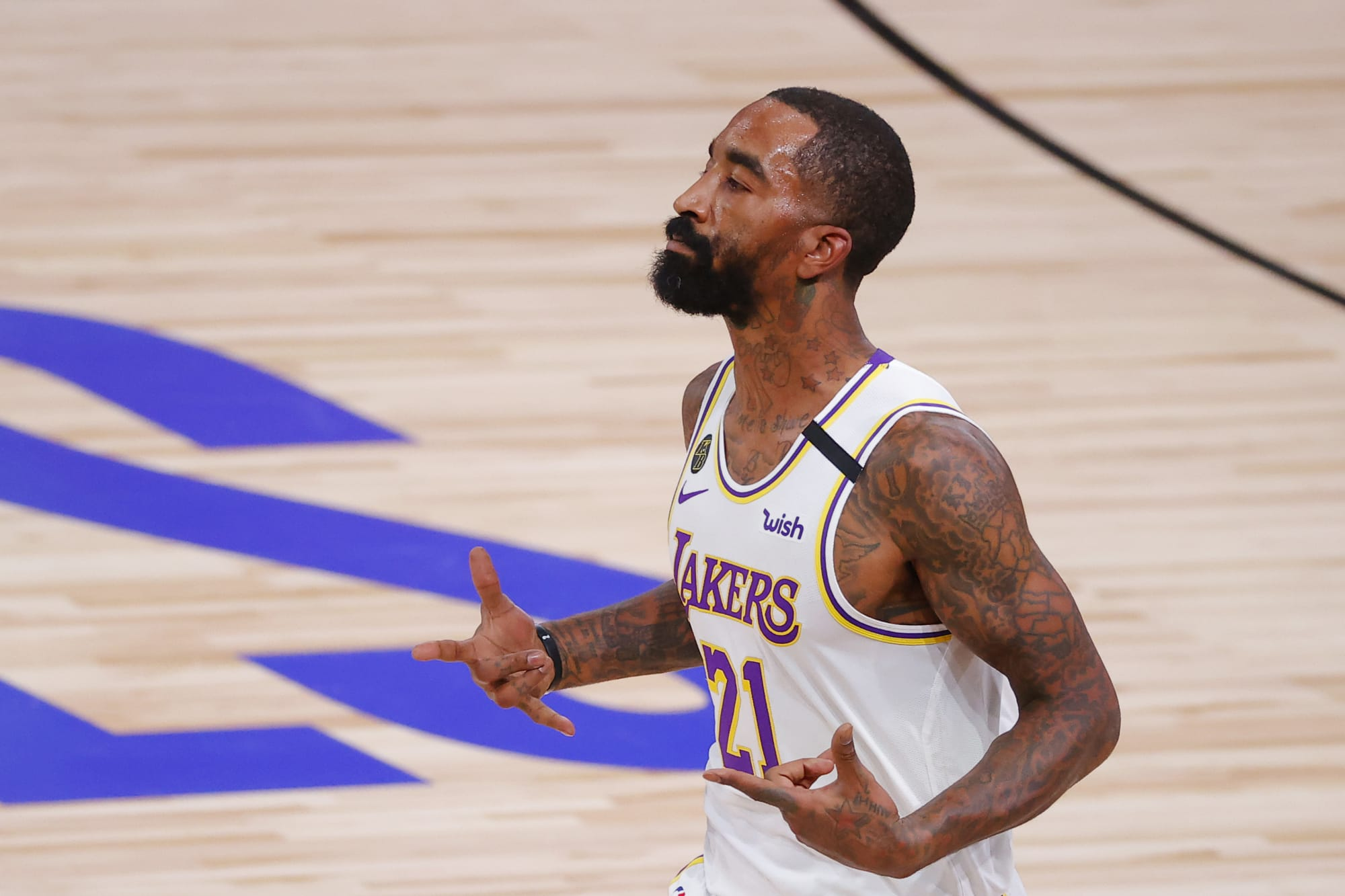 J.R. Smith shows up to Game 4 in most J.R. Smith way possible