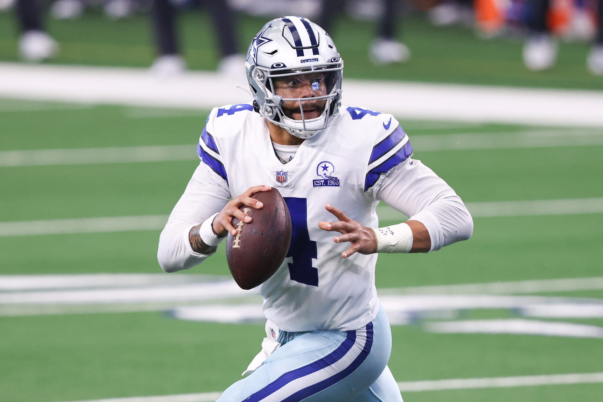 Dak Prescott celebrates GF's birthday in the Bahamas (Photo)