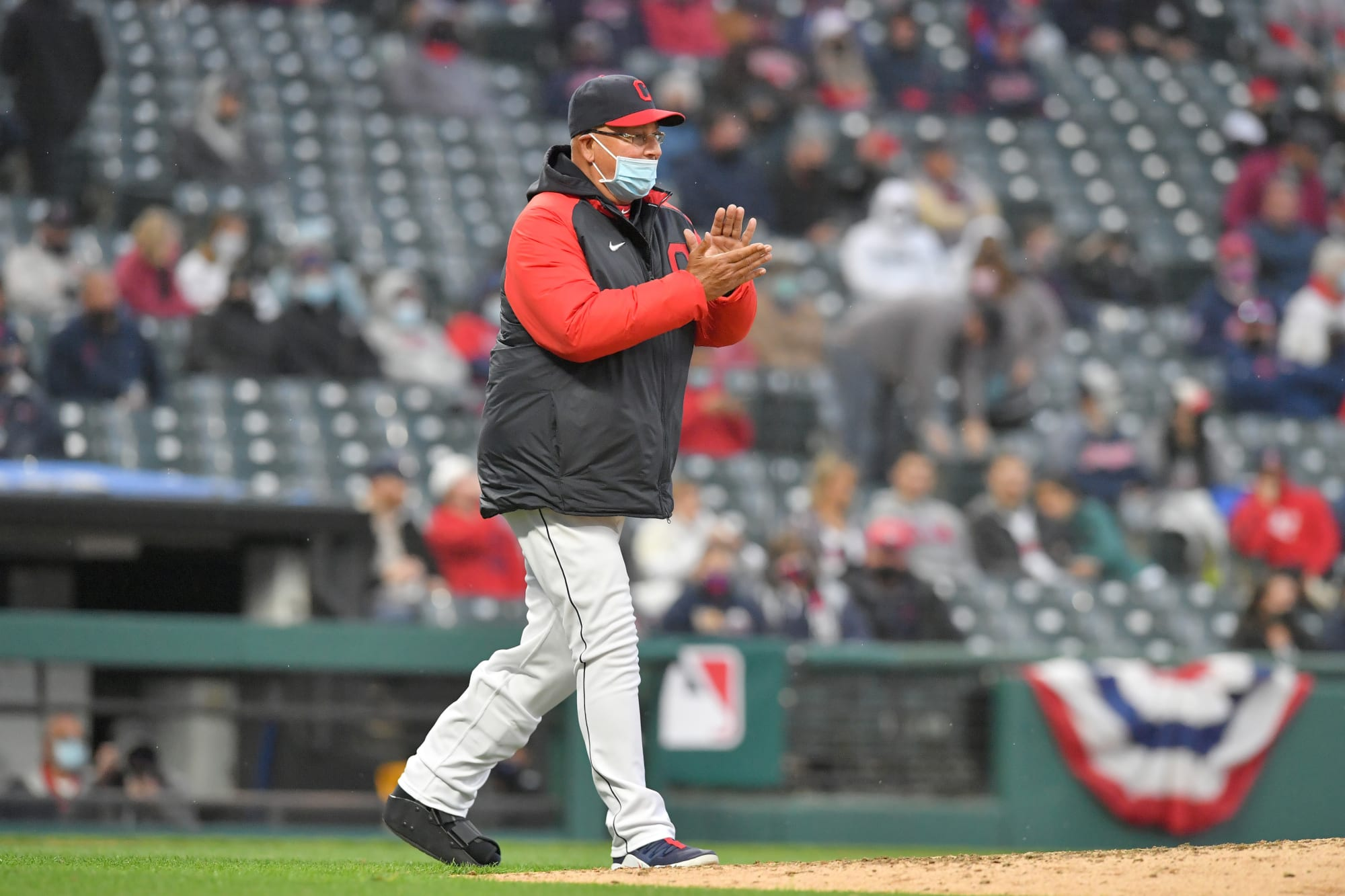 2 moves Indians must make to stave off White Sox and Twins
