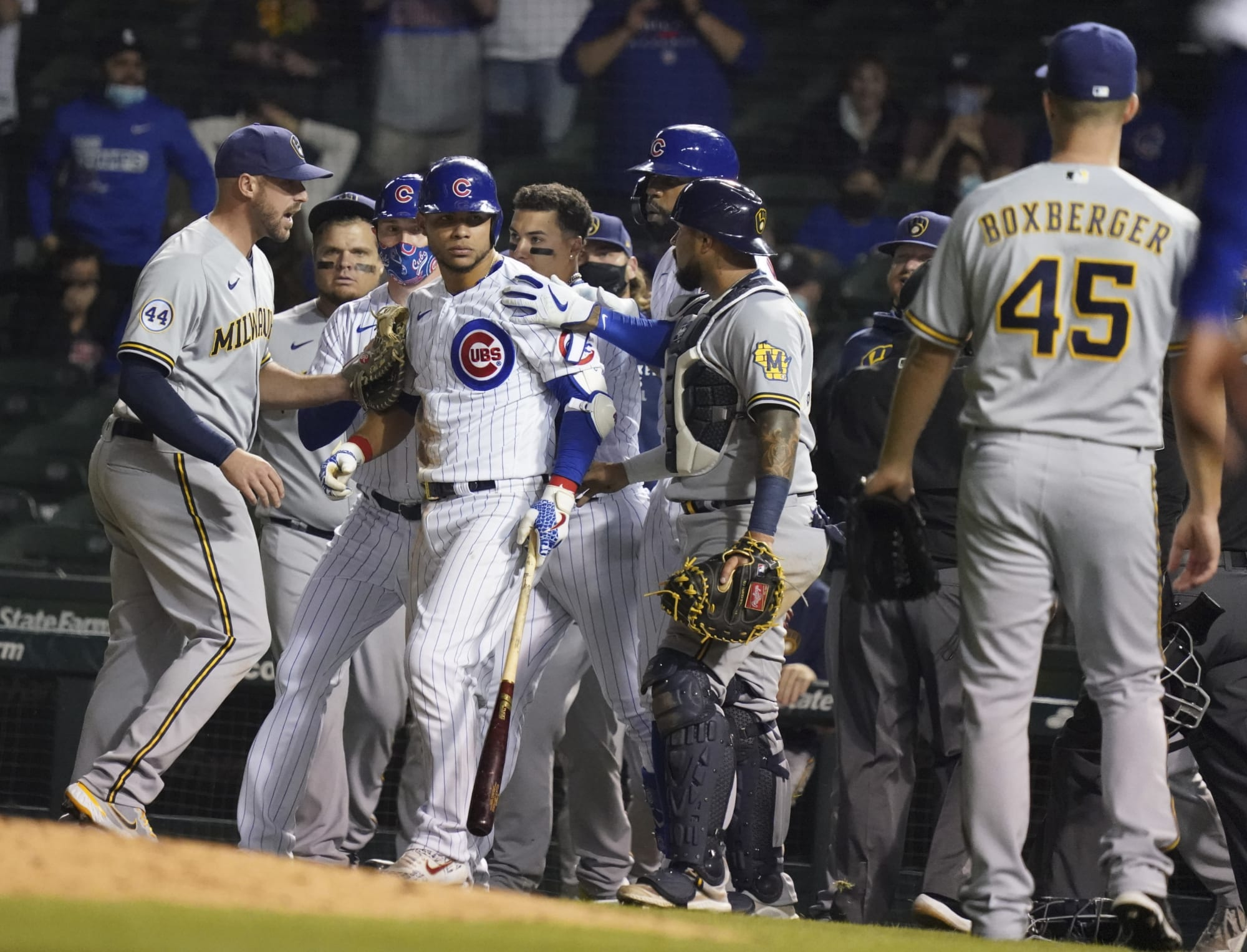 Cubs restart benches-clearing Willson Contreras drama by throwing behind Brandon Woodruff (Video)