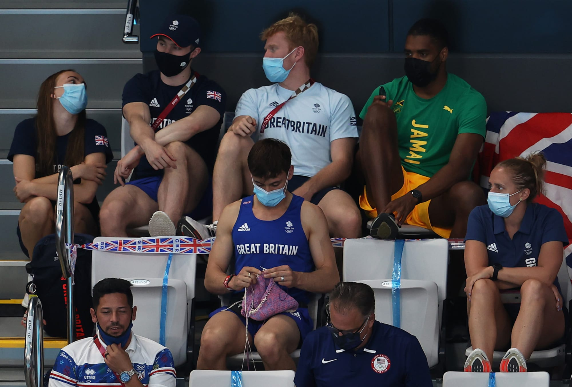 Diver Tom Daley knitting in the stands at the Olympics is beyond wholesome (Photo)