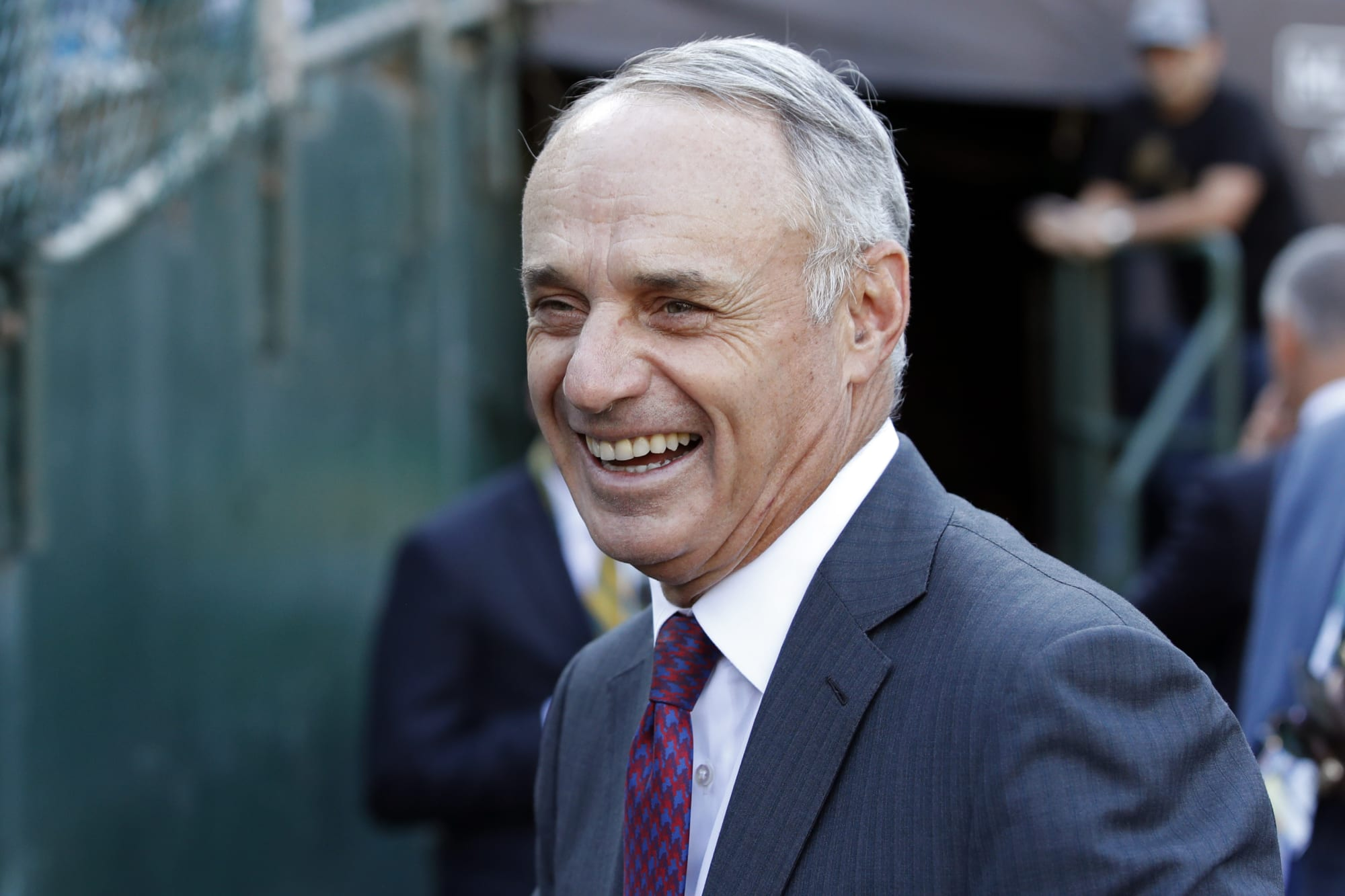 Rob Manfred pushes back against former Astros GM Jeff Luhnow