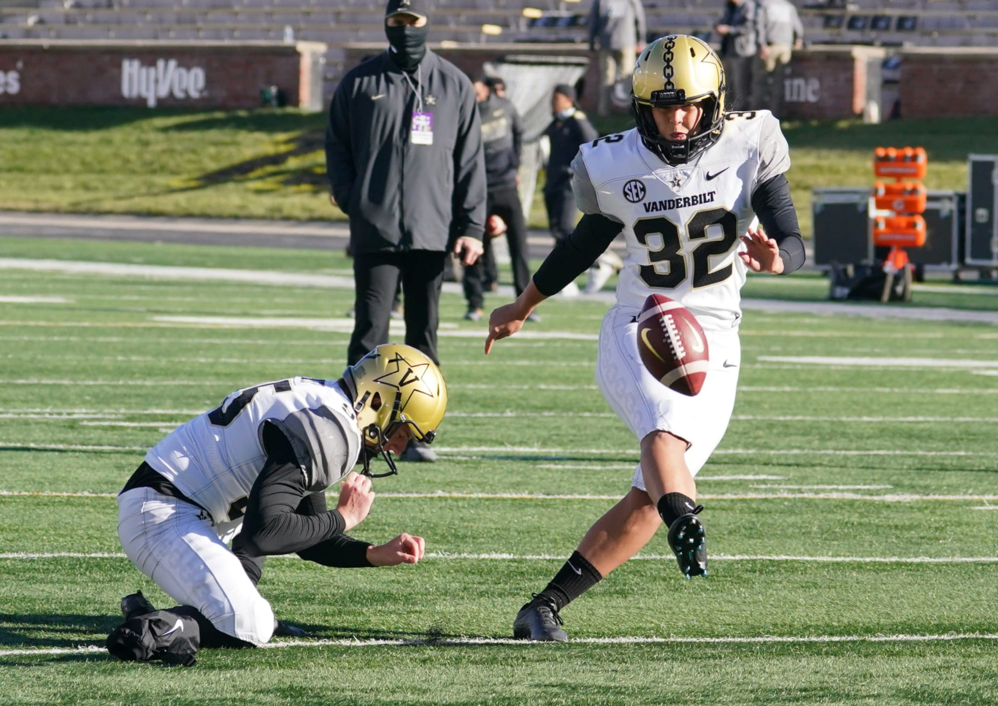 Vanderbilt's Sarah Fuller makes history as first woman to play in Power 5 football game (Video)