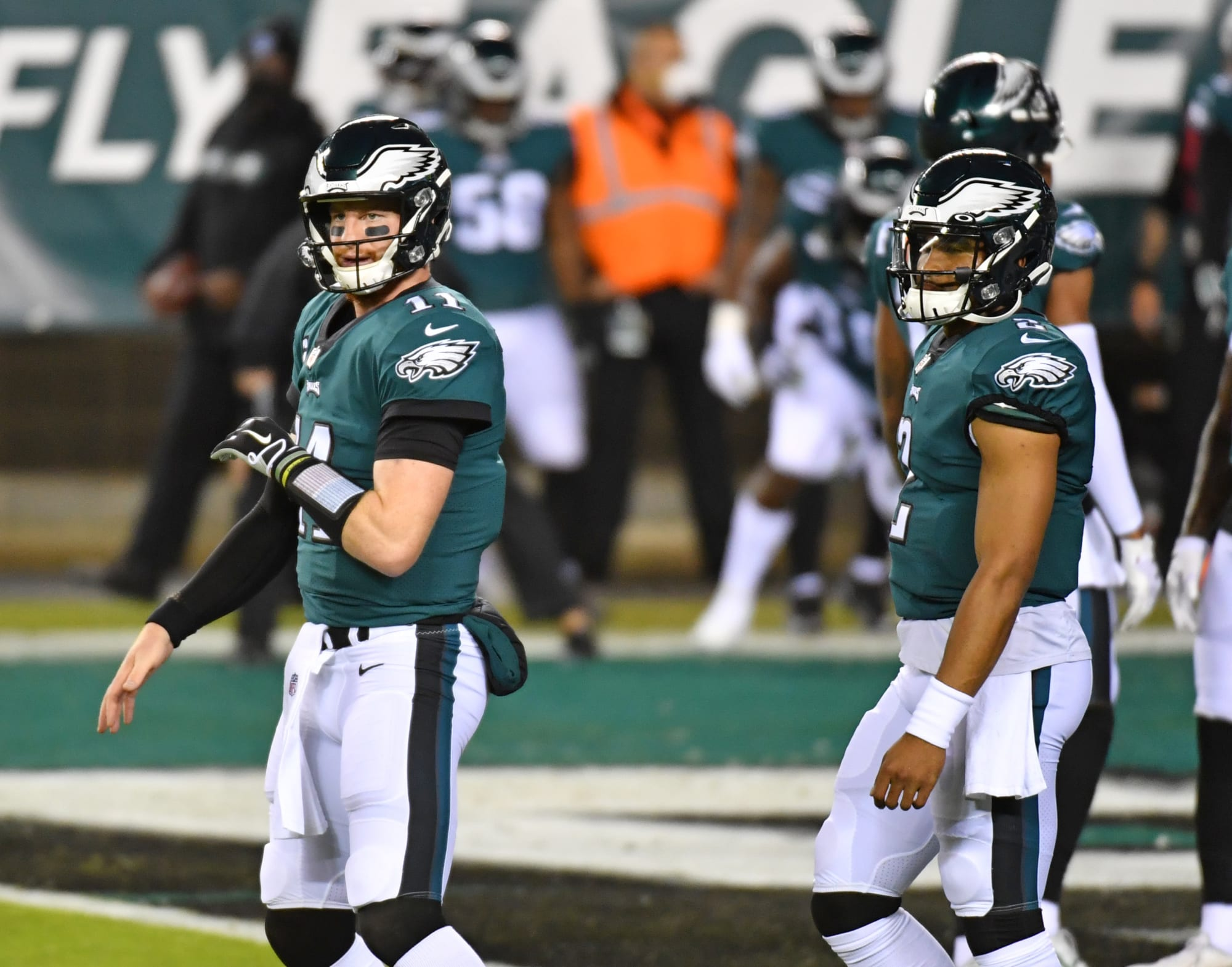 Twitter rips Carson Wentz for hilariously tragic play