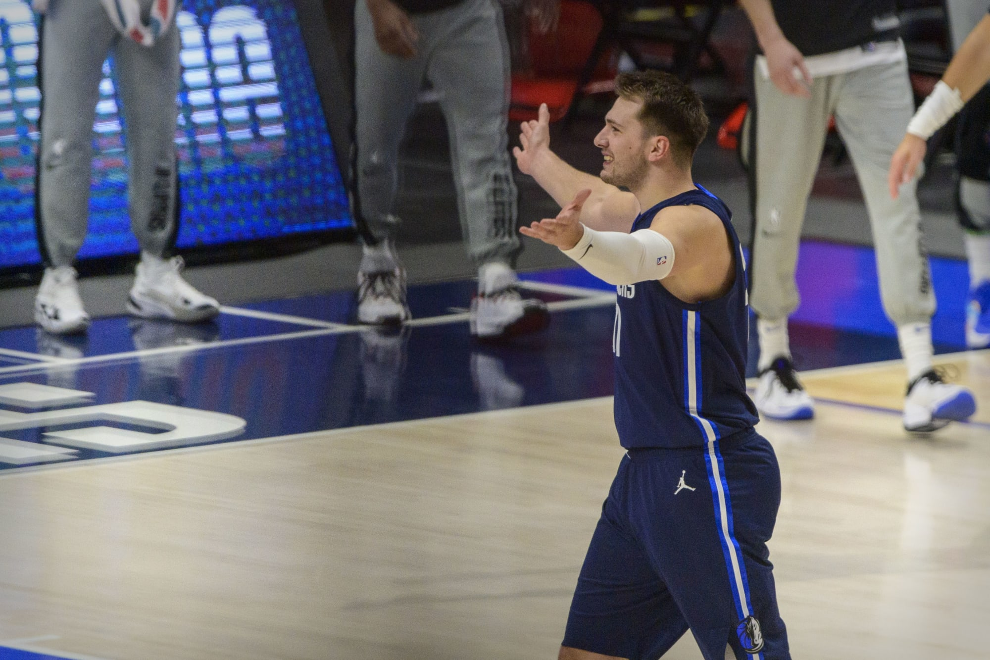 NBA <b>Twitter</b> erupts after Luka Doncic's hot Game 3 start vs. Clippers thumbnail