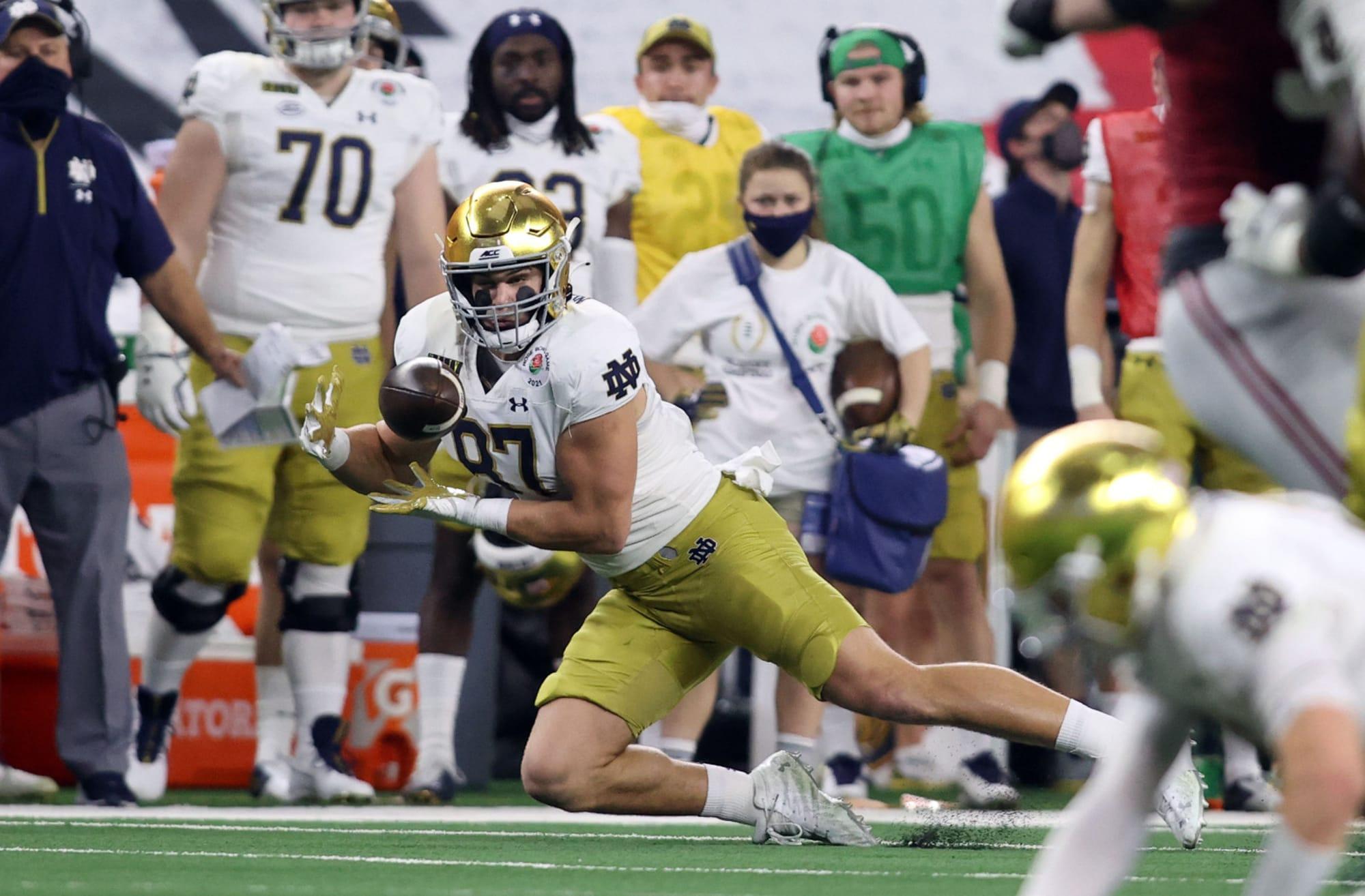 Fútbol de Notre Dame: Michael Mayer está a la altura del apodo de Baby Gronk