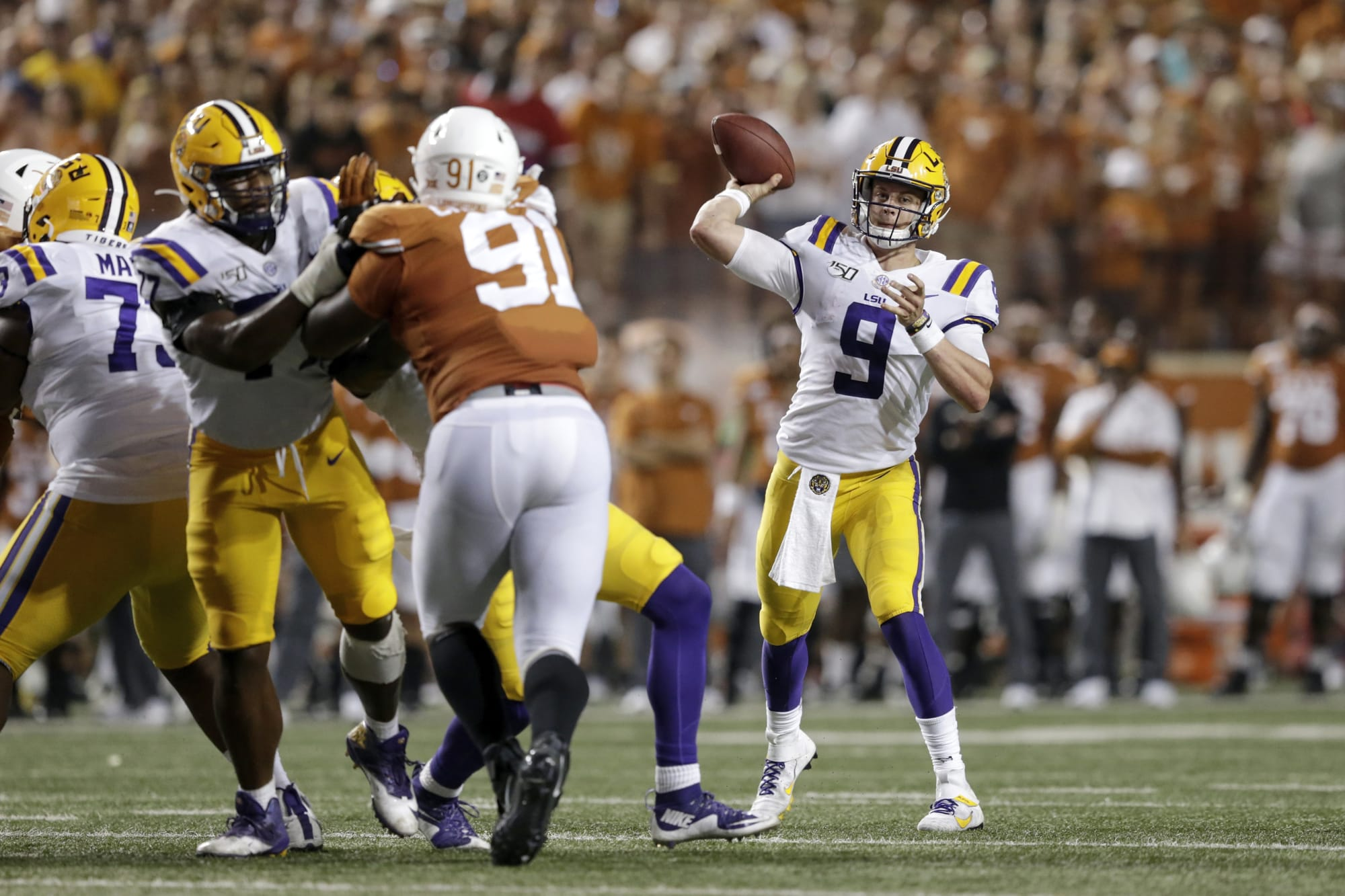 Texas Football: Sam Ehlinger matched Joe Burrow in this passing category