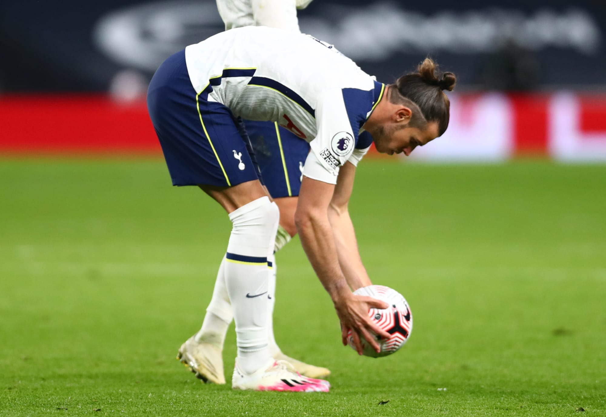 Bale's Big Day Belly Flops for Tottenham Hotspur with Miss