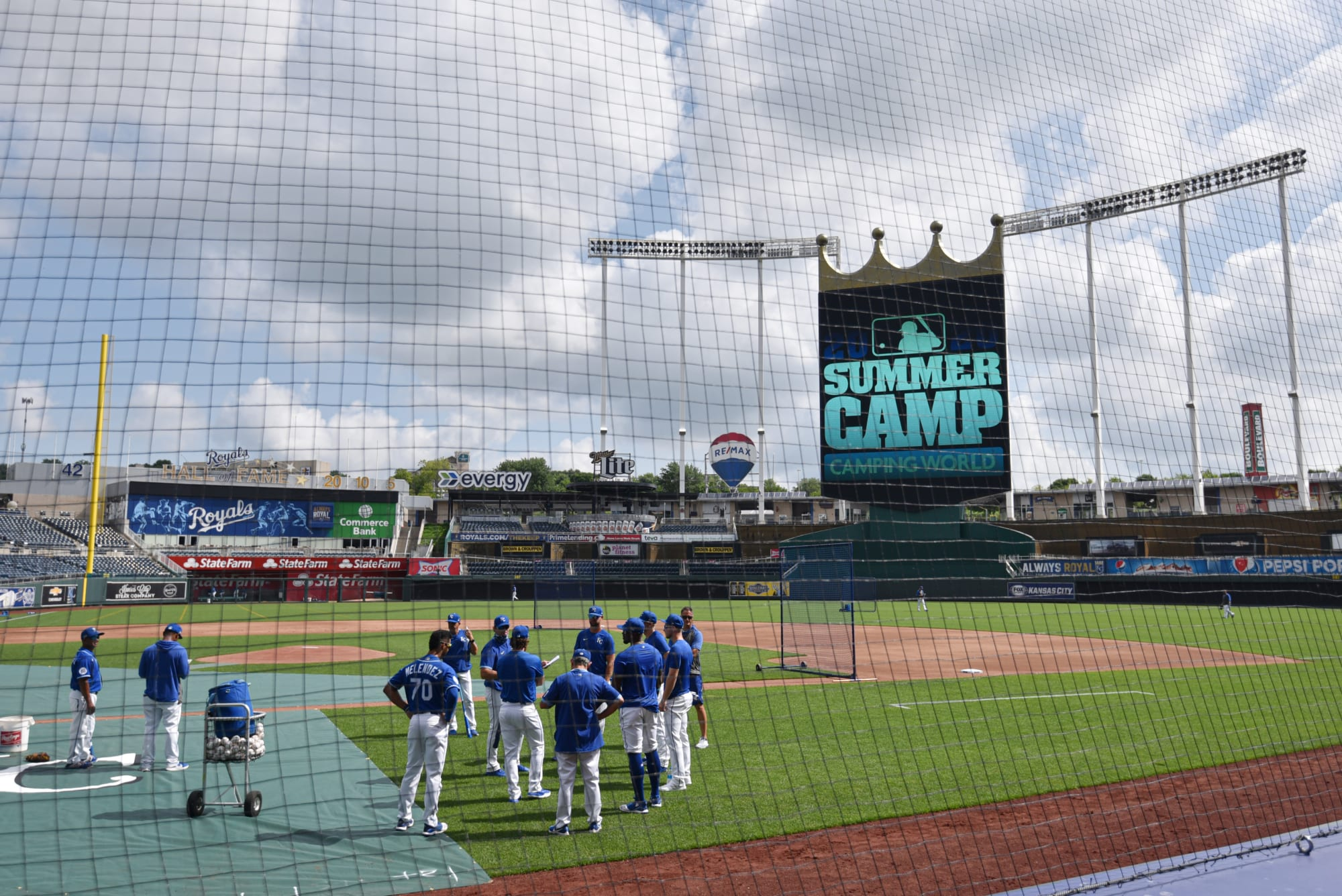 KC Royals: Manager faces difficulties before season starts