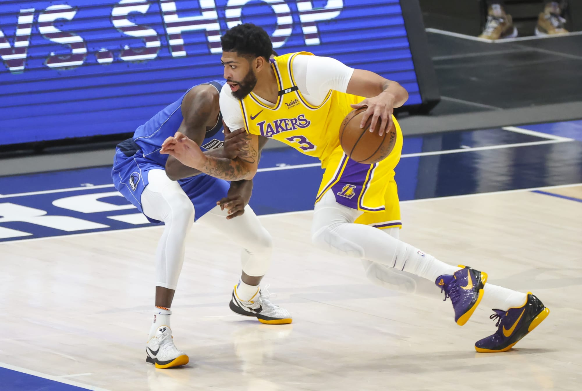 Los Angeles Lakers welcome back Anthony Davis in loss to Dallas