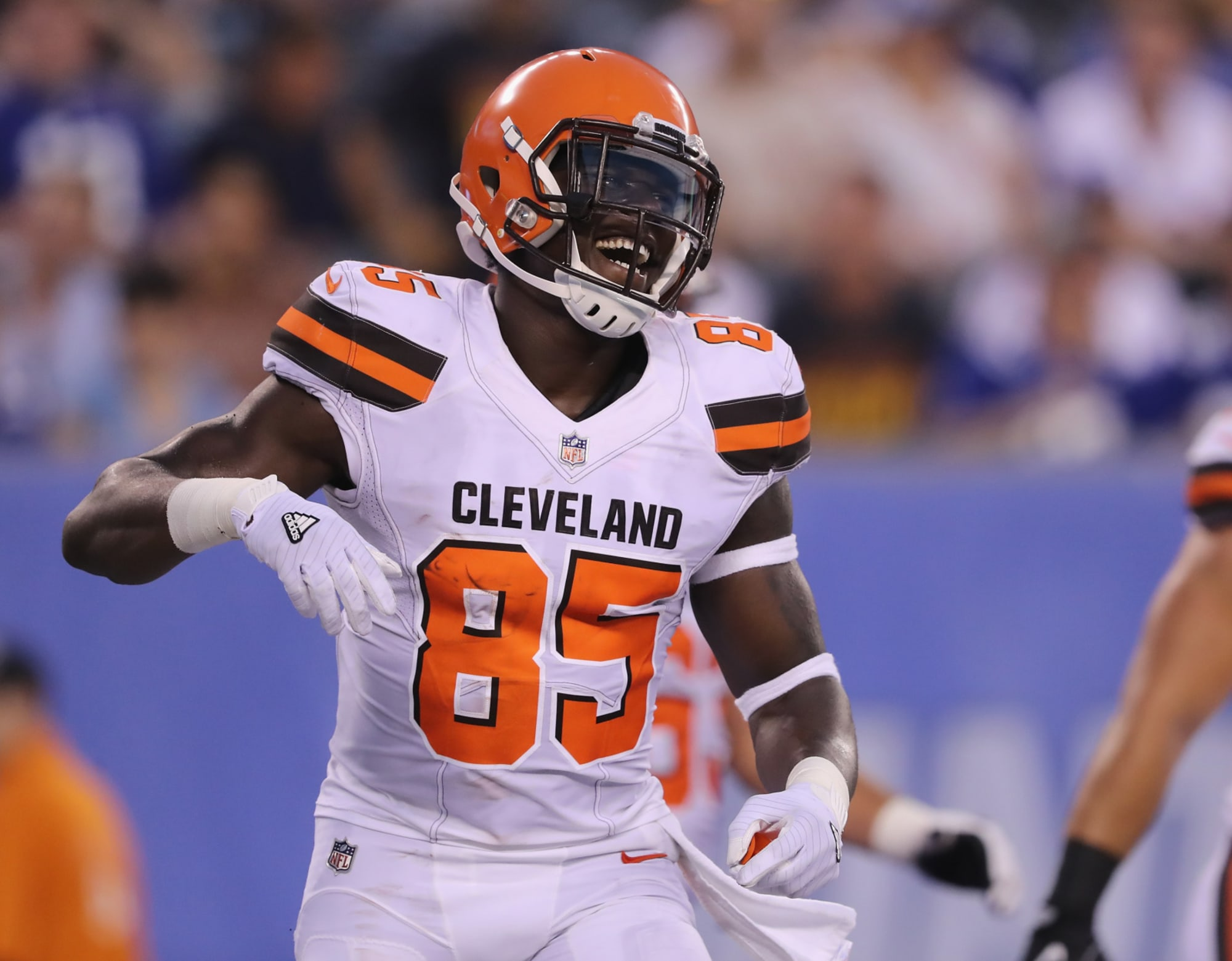NFL Rumors: Should the Chargers trade for David Njoku?