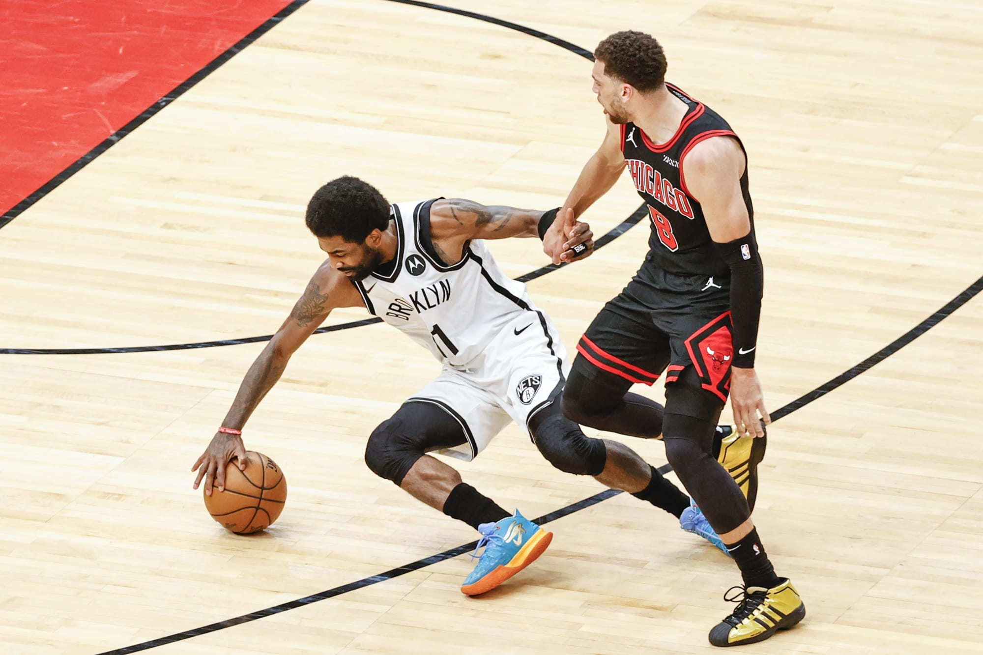 Brooklyn Nets: Kyrie Irving leaves game after taking brutal elbow to the face -  Nothin' But Nets
