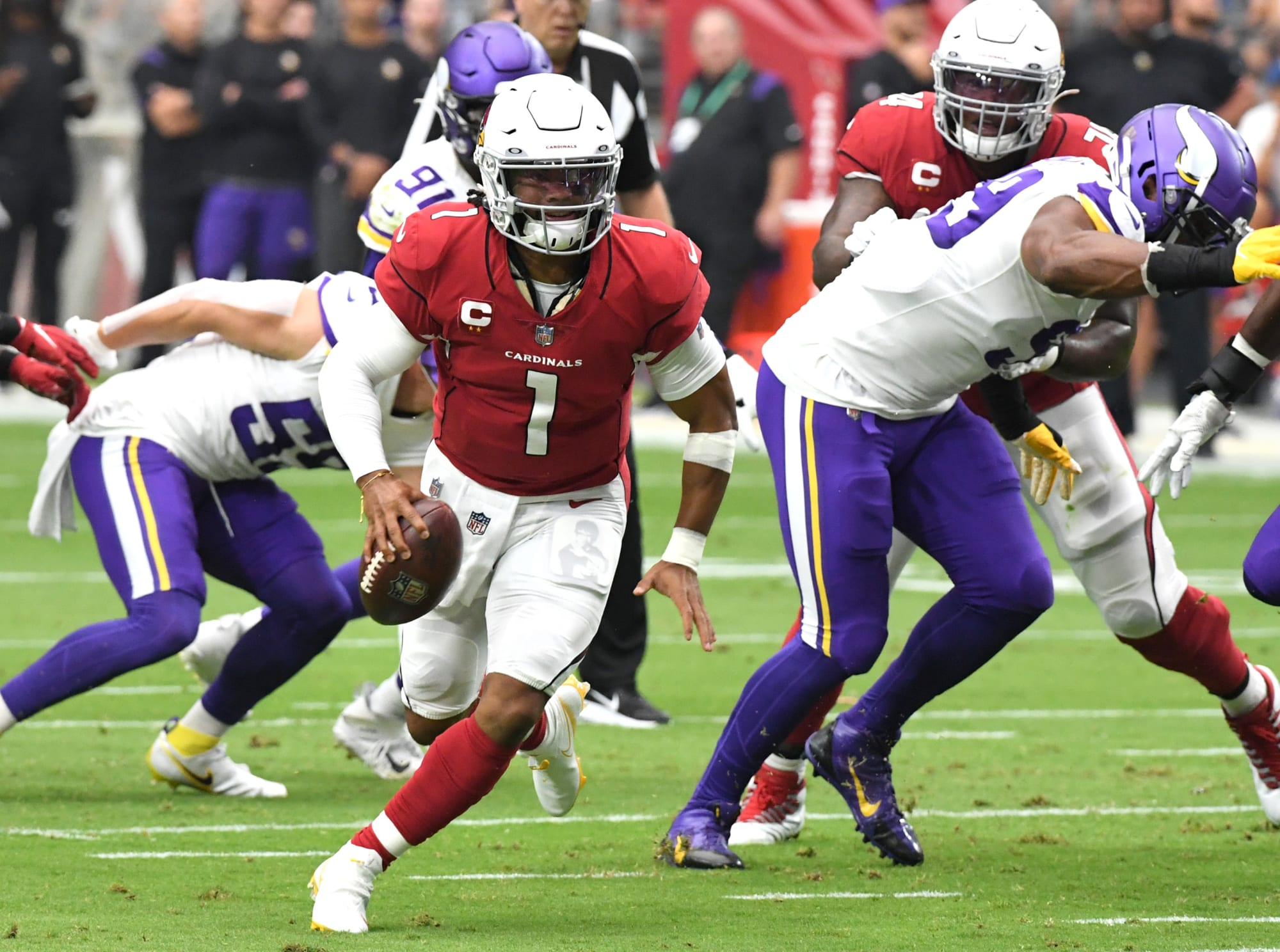 Cardinals get lucky to stay undefeated, beat Vikings 34-33