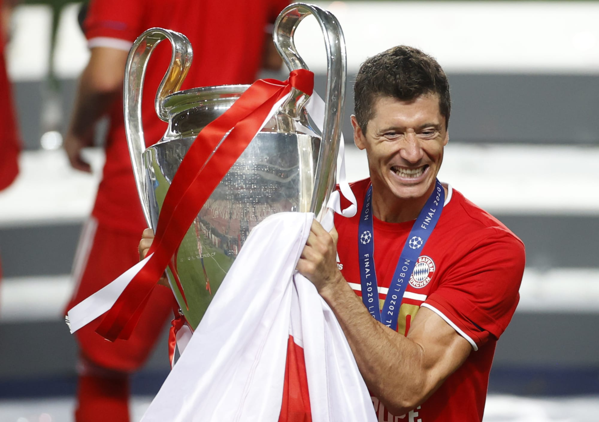 Manchester United have made offer to Robert Lewandowski