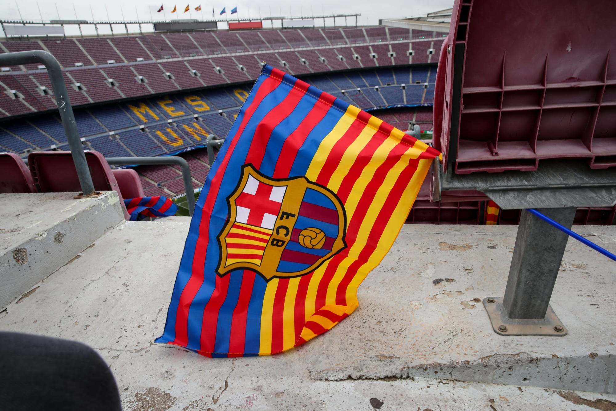 Manchester United transfer blow in race for FC Barcelona star