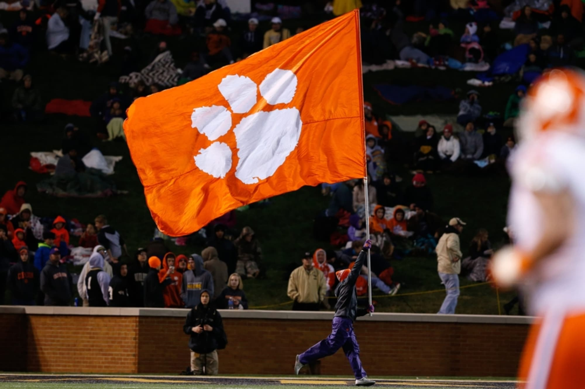 Clemson Reportedly Losing Defensive Ends Coach Hobby to ...