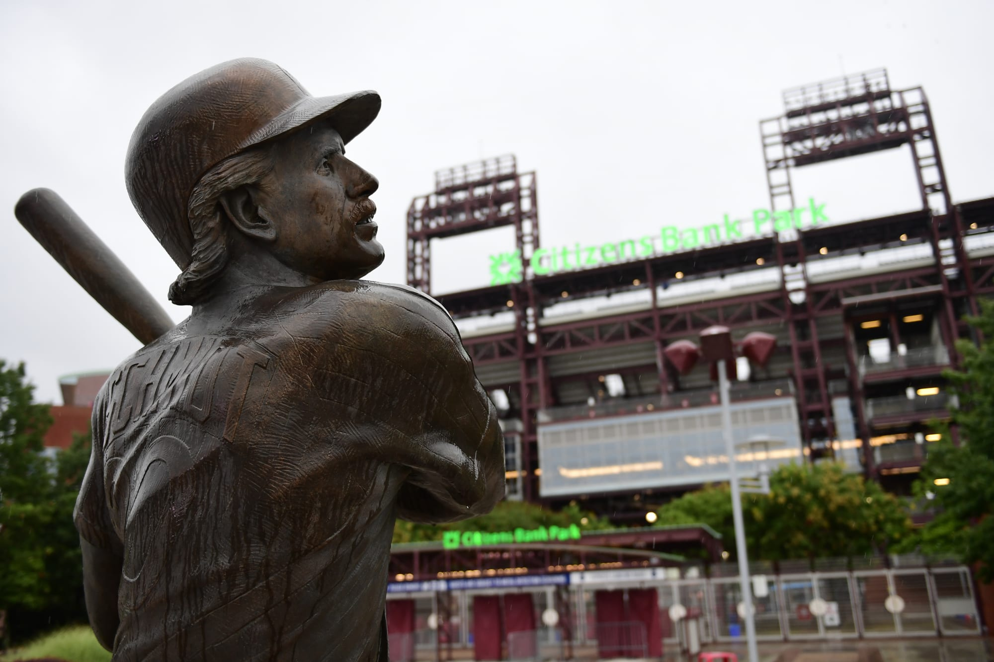 Phillies eyeing two Dodgers executives for GM opening