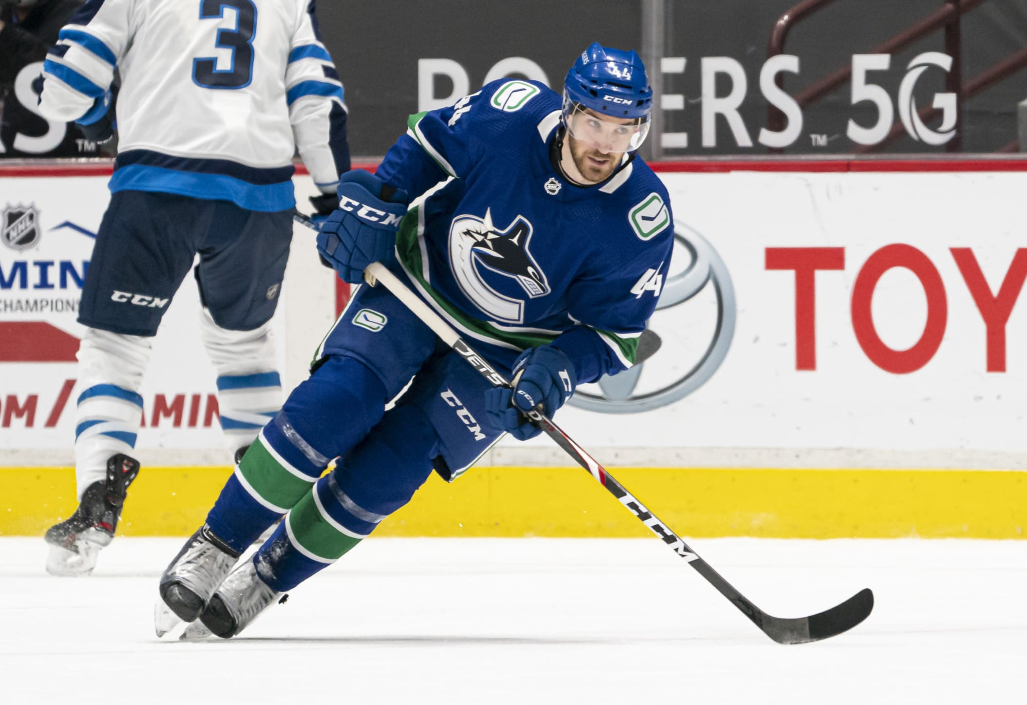 Canucks: Tyler Graovac signs KHL contract
