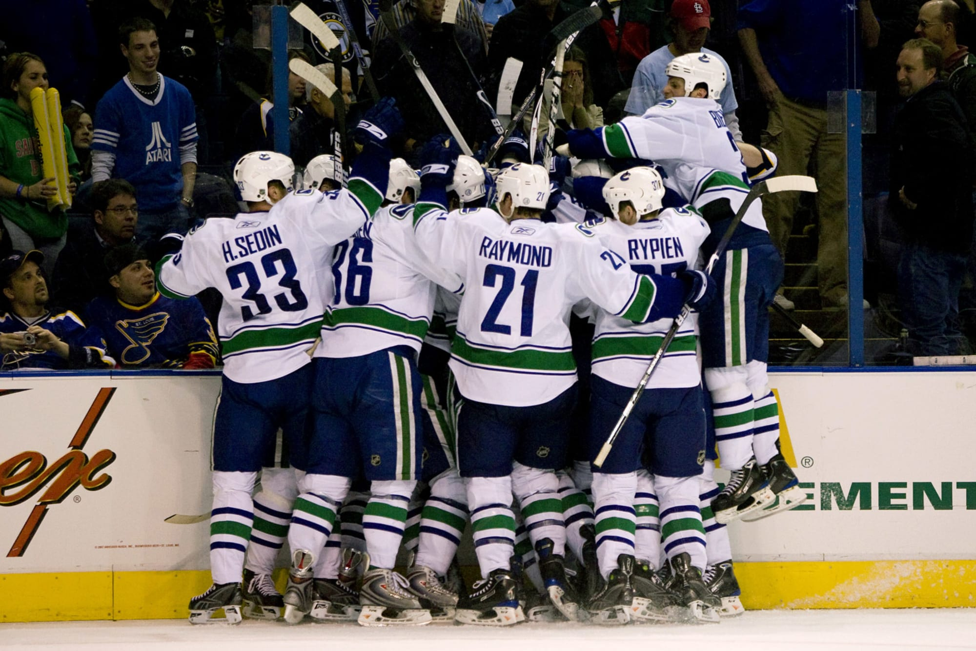 Canucks Flashback Friday: Sweeping the Blues in 2009
