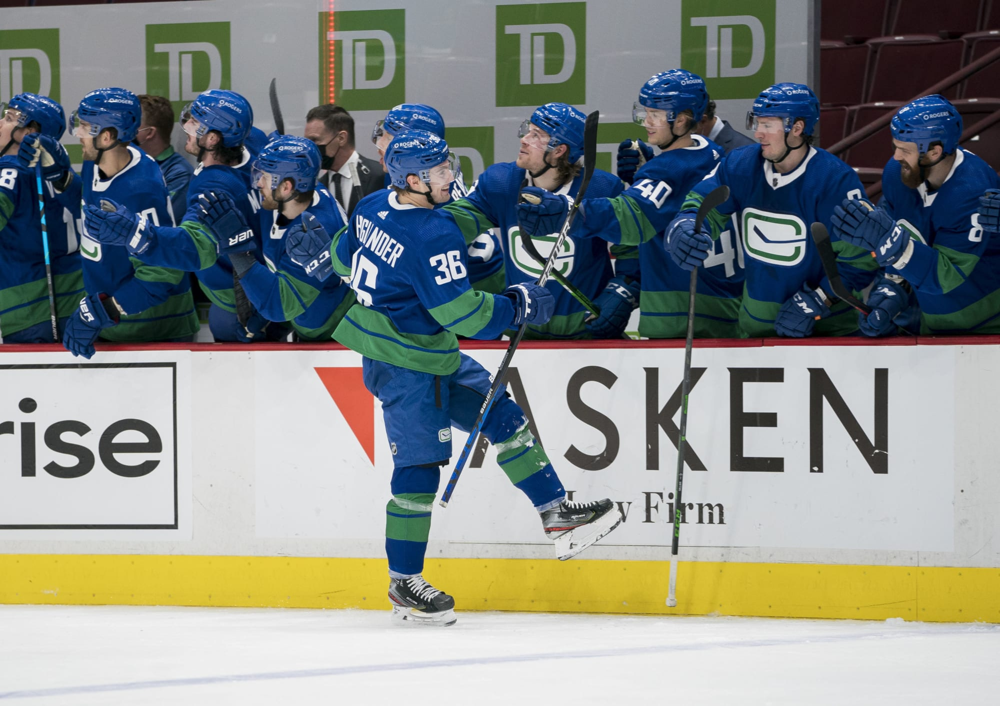 Canucks: 3 rookies who are playing above expectations this season