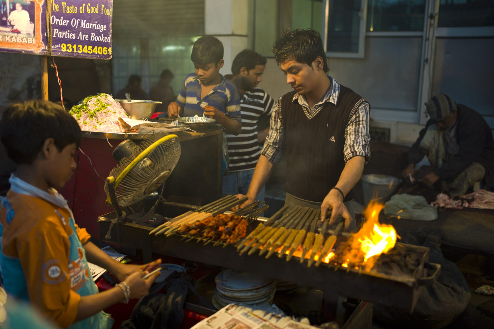 How to enjoy lip smacking food under 100 Rupees when you travel to Delhi