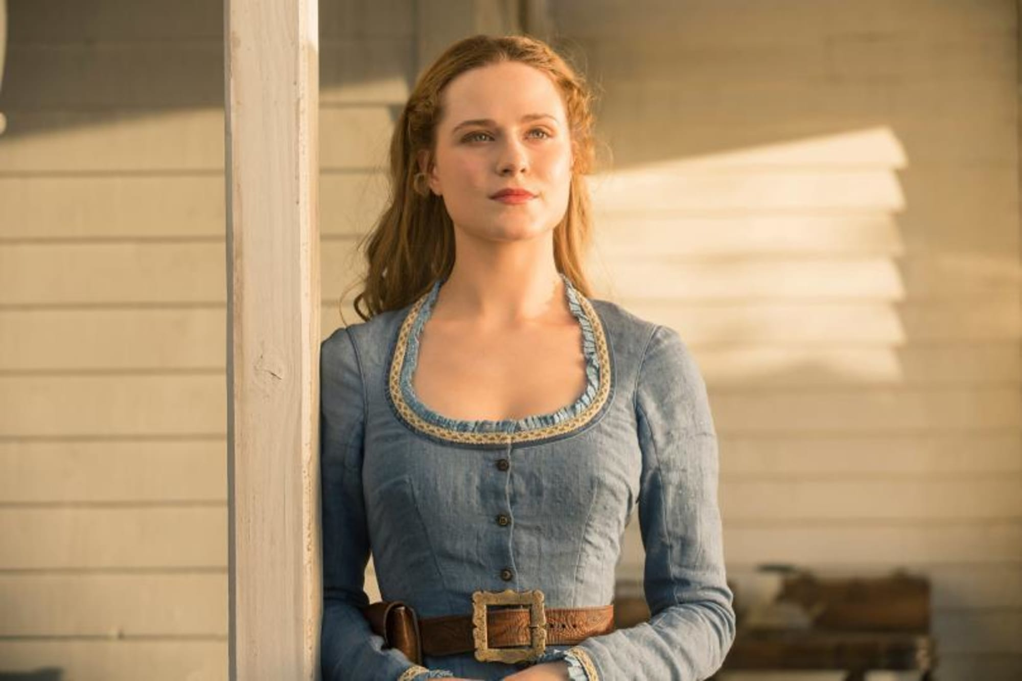 Dolores Abernathy Costumes Reveal Her Evolution In Westworld