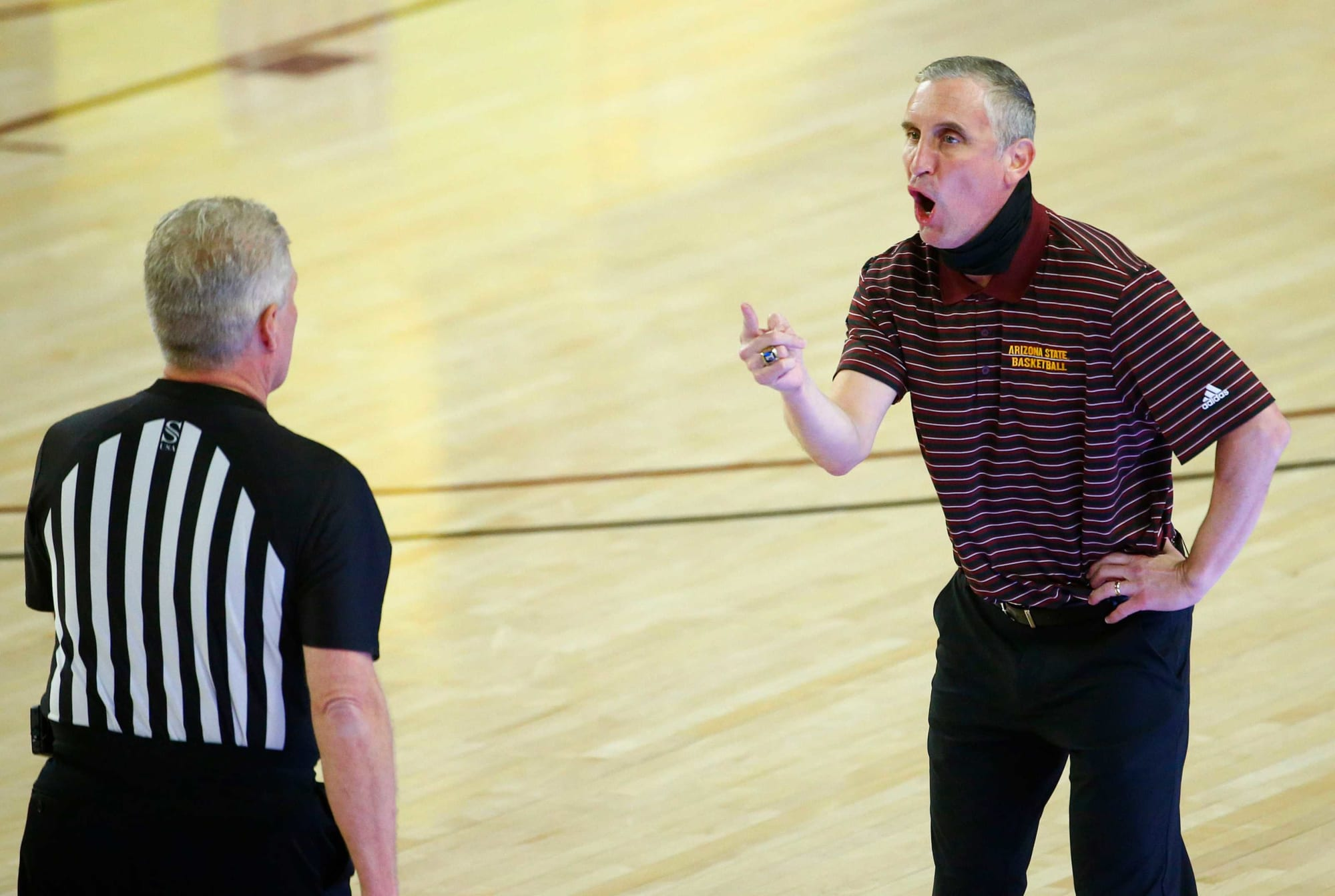 Lack of punishment for Bobby Hurley shows Pac-12 hypocrisy