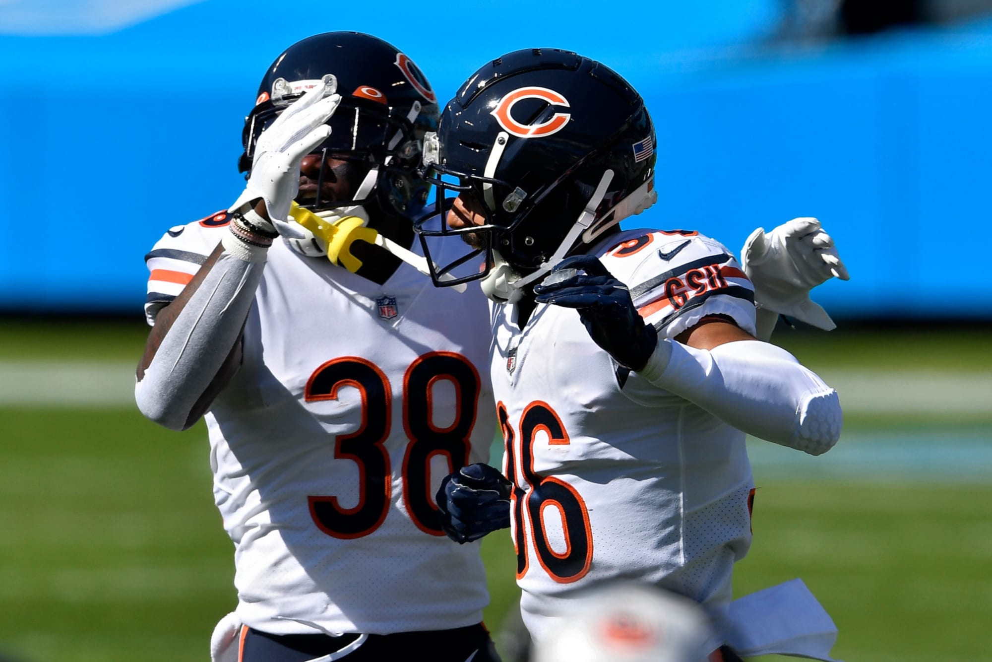 The Chicago Bears bring back continuity to the defensive backfield