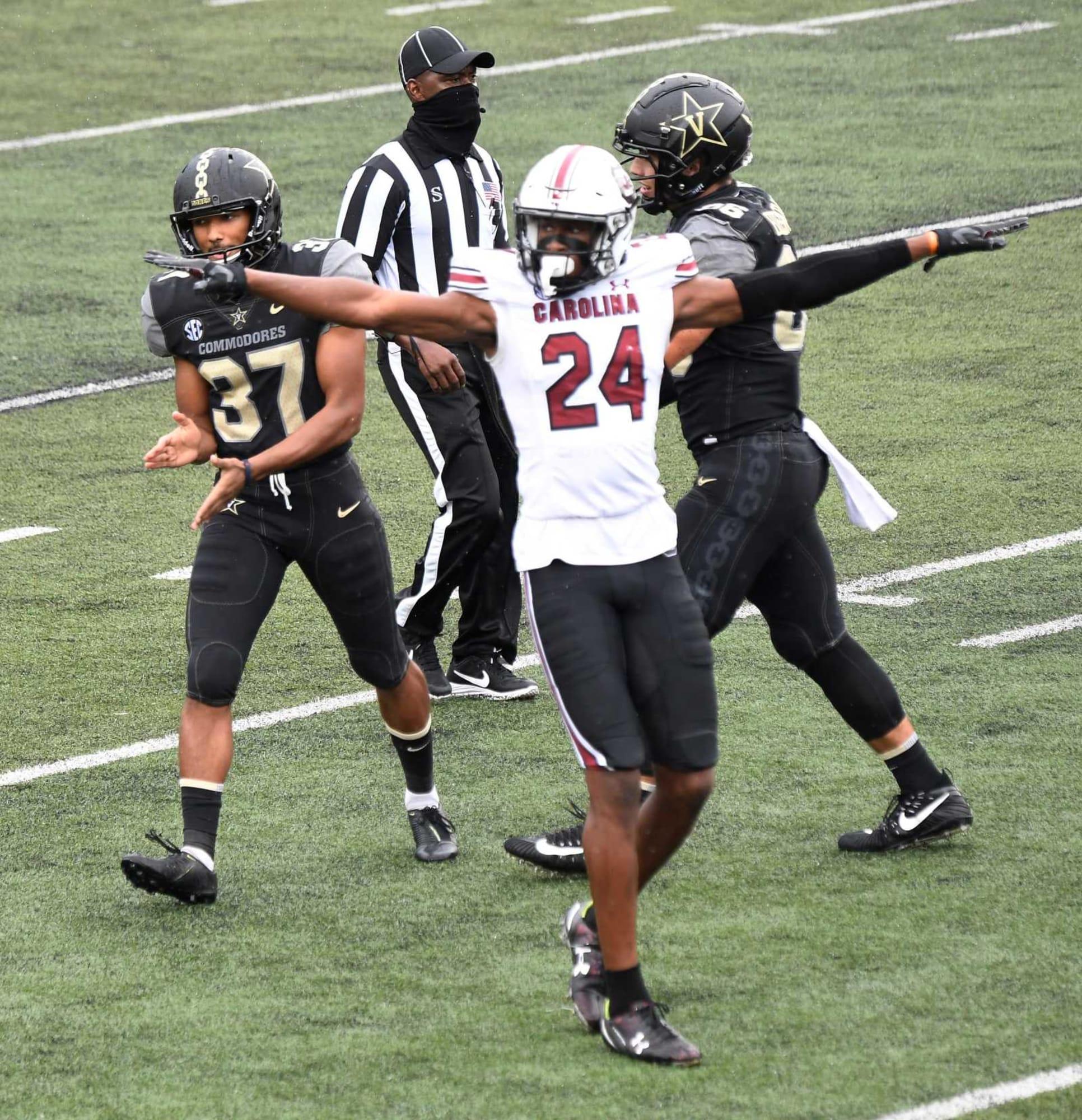 South Carolina football: Gamecocks getting three defenders ...