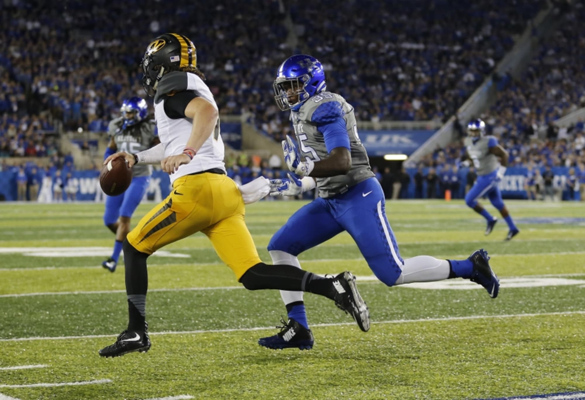 Kentucky Football: The Pressure Is On The Front Seven