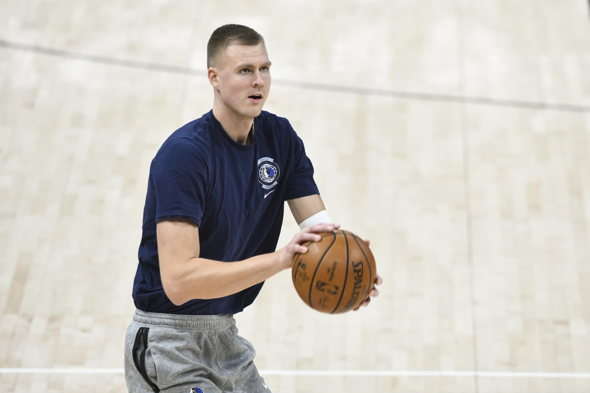 This Raptors-Mavericks trade gets Kristaps Porzingis to Toronto