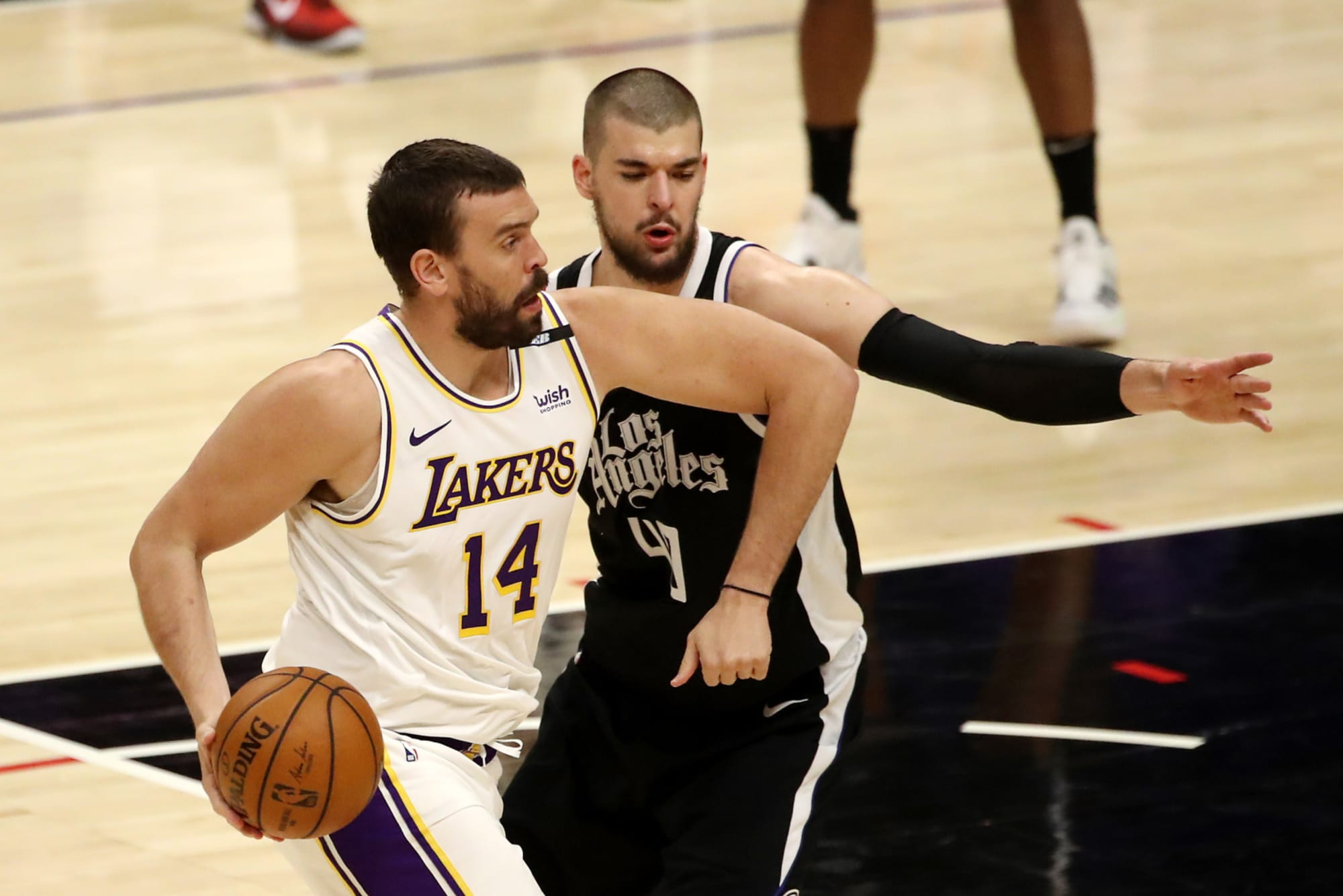 Toronto Raptors: Should the Raptors pursue a Marc Gasol reunion if the Lakers buy him out?