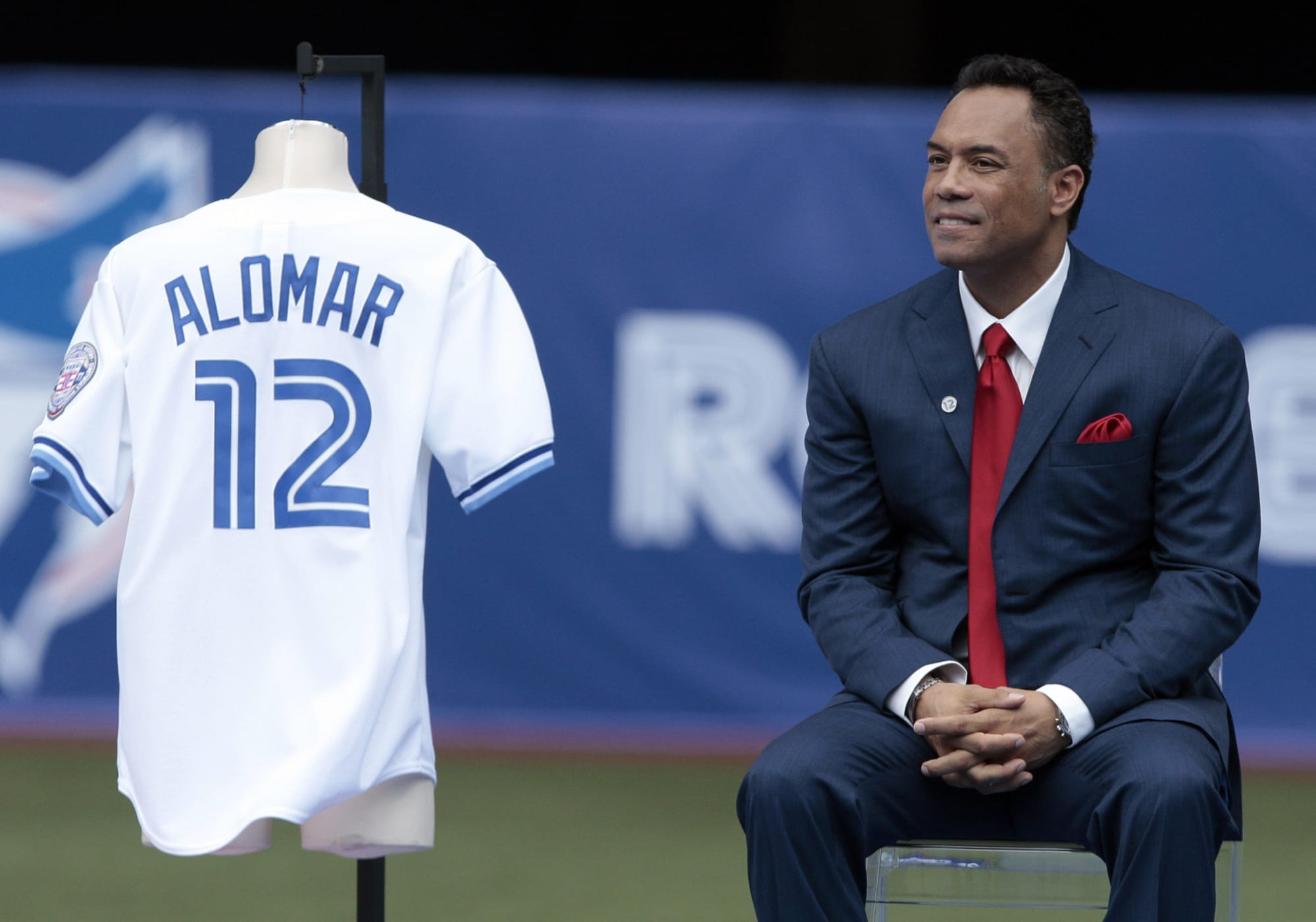 Toronto Raptors should learn from Blue Jays' response to Roberto Alomar