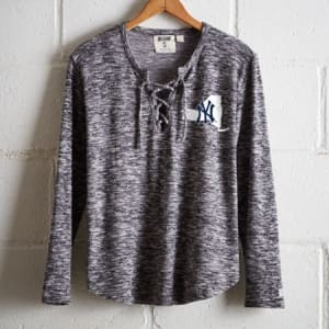 Tailgate Women's New York Yankees Plush Tee Charcoal L