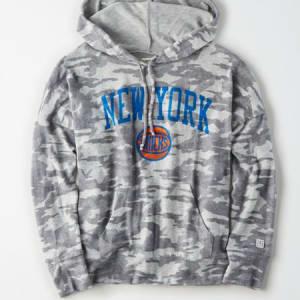 Tailgate Women's NY Knicks Camo Plush Hoodie Camo Green M