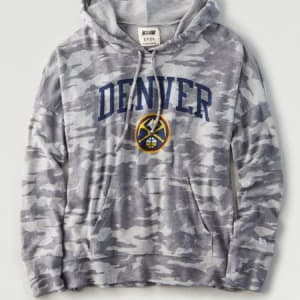 Tailgate Women's Denver Nuggets Camo Plush Hoodie Camo Green S