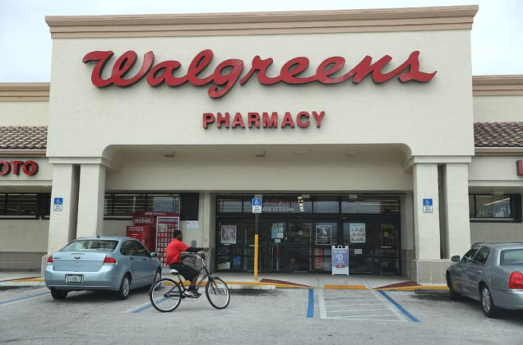 Is Walgreens open on Christmas Eve?