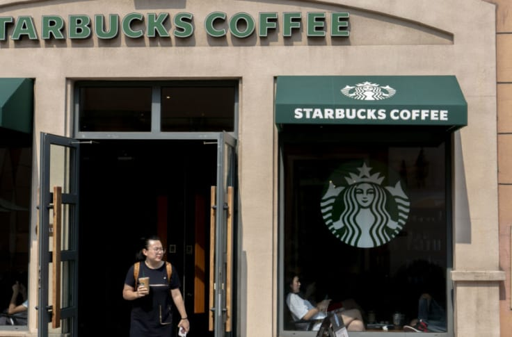 Is Starbucks open on Christmas Day 2018?