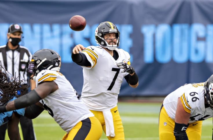 NASHVILLE, TN - OCTOBER 25: Ben Roethlisberger #7 of the Pittsburgh Steelers throws a pass in the second half of a game against the Tennessee Titans at Nissan Stadium on October 25, 2020 in Nashville, Tennessee. The Steelers defeated the Titans 27-24. (Photo by Wesley Hitt/Getty Images)