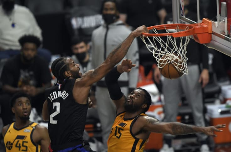 Kawhi Leonard obliterates Derrick Favors with dunk of the playoffs (Video)