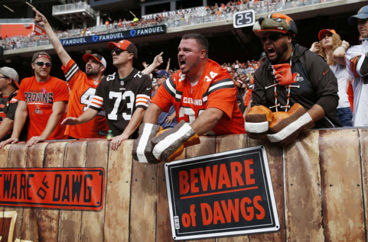 Buffalo Wild Wings creates the ultimate Dawg Pound cheering section