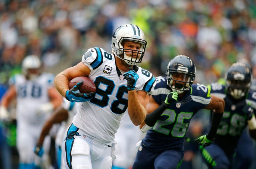 SEATTLE, WA - OCTOBER 18: Greg Olsen #88 of the Carolina Panthers runs with the ball against the Seattle Seahawks at CenturyLink Field on October 18, 2015 in Seattle, Washington. (Photo by Jonathan Ferrey/Getty Images)