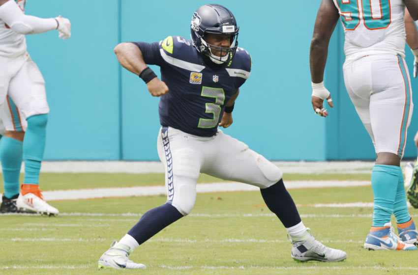 MIAMI GARDENS, FLORIDA - OCTOBER 04: Russell Wilson #3 of the Seattle Seahawks. Reaves/Getty Images)