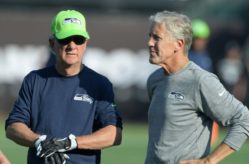 Aug 31, 2017; Oakland, CA, USA; Seattle Seahawks coach Pete Carroll (right) talks with quarterbacks coach Carl Smith. Mandatory Credit: Kirby Lee-USA TODAY Sports